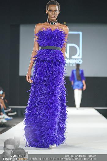 Niko Niko Show - Vienna Fashion Week Zelt - Do 10.09.2020 - Model am Laufsteg38