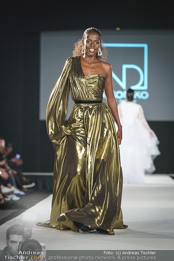 Niko Niko Show - Vienna Fashion Week Zelt - Do 10.09.2020 - Model am Laufsteg42