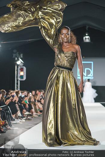 Niko Niko Show - Vienna Fashion Week Zelt - Do 10.09.2020 - Model am Laufsteg43