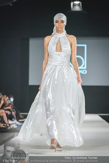Niko Niko Show - Vienna Fashion Week Zelt - Do 10.09.2020 - Model am Laufsteg45