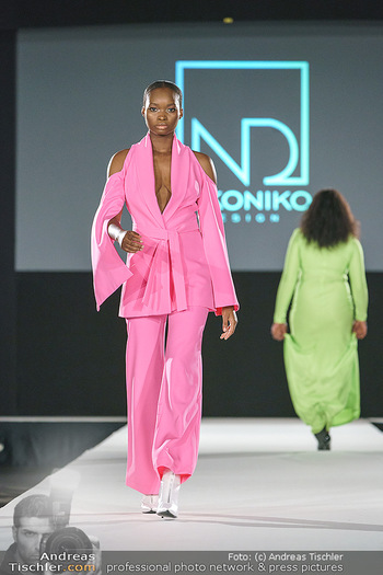 Niko Niko Show - Vienna Fashion Week Zelt - Do 10.09.2020 - Model am Laufsteg48