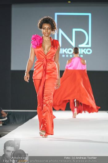 Niko Niko Show - Vienna Fashion Week Zelt - Do 10.09.2020 - Model am Laufsteg53