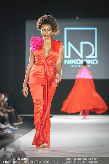 Niko Niko Show - Vienna Fashion Week Zelt - Do 10.09.2020 - Model am Laufsteg54