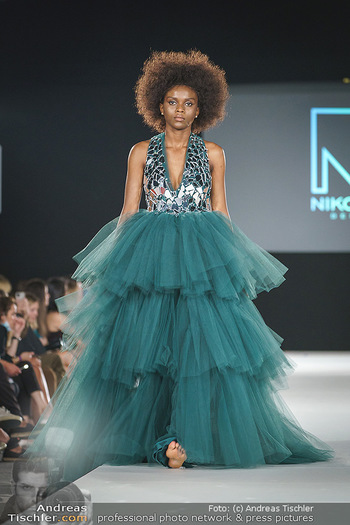 Niko Niko Show - Vienna Fashion Week Zelt - Do 10.09.2020 - Model am Laufsteg55