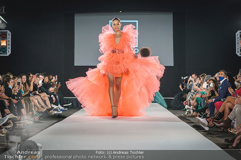 Niko Niko Show - Vienna Fashion Week Zelt - Do 10.09.2020 - Model am Laufsteg56