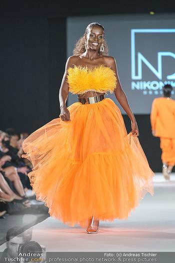 Niko Niko Show - Vienna Fashion Week Zelt - Do 10.09.2020 - Model am Laufsteg60