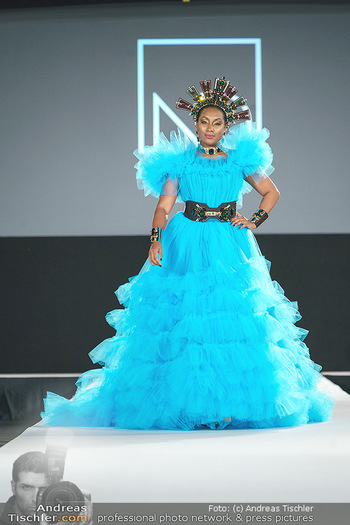 Niko Niko Show - Vienna Fashion Week Zelt - Do 10.09.2020 - Ana Milva GOMEZ als Model am Laufsteg61