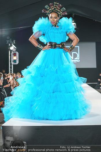 Niko Niko Show - Vienna Fashion Week Zelt - Do 10.09.2020 - Ana Milva GOMEZ als Model am Laufsteg62
