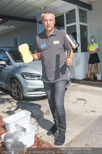 Kinderhilfe Carwash-Day Charity - McDonalds McDrive 1110 und 1230 Wien - Fr 11.09.2020 - Peter PACULT beim Autowaschen für den guten Zweck30