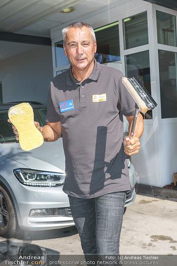 Kinderhilfe Carwash-Day Charity - McDonalds McDrive 1110 und 1230 Wien - Fr 11.09.2020 - Peter PACULT beim Autowaschen für den guten Zweck31