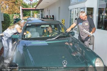 Kinderhilfe Carwash-Day Charity - McDonalds McDrive 1110 und 1230 Wien - Fr 11.09.2020 - Peter PACULT ruiniert beim Autowaschen einen Scheibenwischer40