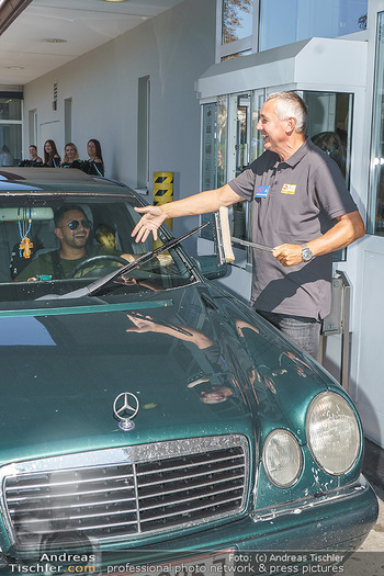 Kinderhilfe Carwash-Day Charity - McDonalds McDrive 1110 und 1230 Wien - Fr 11.09.2020 - Peter PACULT ruiniert beim Autowaschen einen Scheibenwischer41