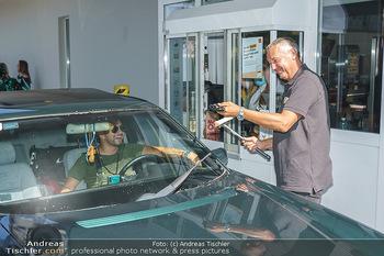 Kinderhilfe Carwash-Day Charity - McDonalds McDrive 1110 und 1230 Wien - Fr 11.09.2020 - Peter PACULT ruiniert beim Autowaschen einen Scheibenwischer42