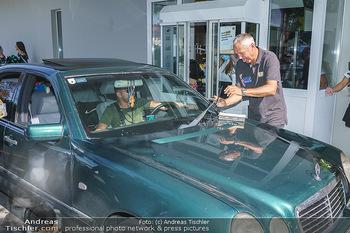 Kinderhilfe Carwash-Day Charity - McDonalds McDrive 1110 und 1230 Wien - Fr 11.09.2020 - Peter PACULT ruiniert beim Autowaschen einen Scheibenwischer44
