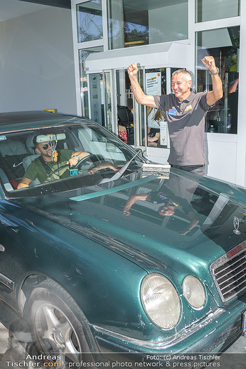 Kinderhilfe Carwash-Day Charity - McDonalds McDrive 1110 und 1230 Wien - Fr 11.09.2020 - Peter PACULT ruiniert beim Autowaschen einen Scheibenwischer45