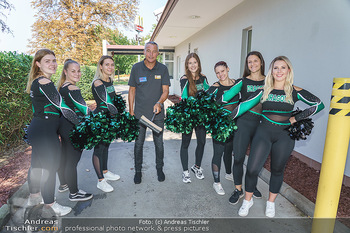 Kinderhilfe Carwash-Day Charity - McDonalds McDrive 1110 und 1230 Wien - Fr 11.09.2020 - Peter PACULT mit Cheerleaders60