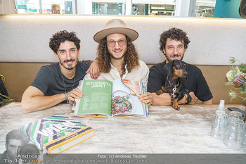 Kochbuchpräsentation - Neni´s am Naschmarkt - Mi 16.09.2020 - Brüder Nuriel, Nadin und Eleior MOLCHO mit Hund Lotti6