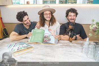 Kochbuchpräsentation - Neni´s am Naschmarkt - Mi 16.09.2020 - Brüder Nuriel, Nadin und Eleior MOLCHO mit Hund Lotti8