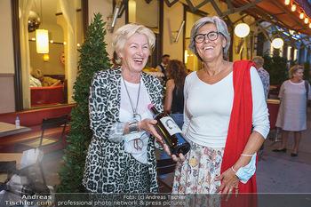 Buchpräsentation Marecek & Horowitz - Cafe Museum, Wien - Mi 16.09.2020 - Evelyn ESELBÖCK gratuliert Angelika HOROWITZ zum Geburtstag12