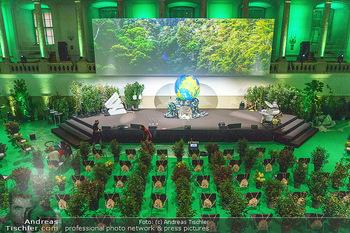 Austrian World Summit 2020 - Stallburg und Hofreitschule - Do 17.09.2020 - Leerer Saal mit Coronaschutz-Sitzordnung, Pflanzen als Abstandsh6