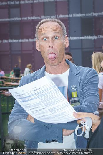 Climate Kirtag - Heldenplatz - Do 17.09.2020 - Marcus WADSAK (Portrait, zeigt Zunge)15