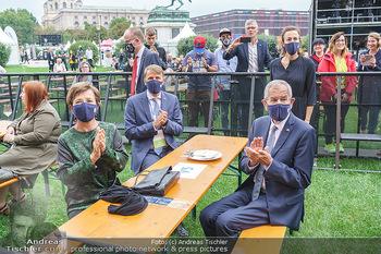 Climate Kirtag - Heldenplatz - Do 17.09.2020 - Doris SCHMIDAUER, Alexander VAN DER BELLEN mit Corona Maske99