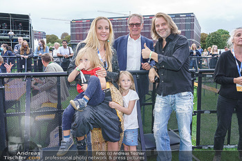 Climate Kirtag - Heldenplatz - Do 17.09.2020 - Familie Lilian KLEBOW, Erich ALTENKOPF mit Kindern Charlie und S174