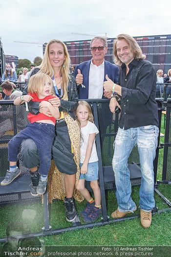 Climate Kirtag - Heldenplatz - Do 17.09.2020 - Familie Lilian KLEBOW, Erich ALTENKOPF mit Kindern Charlie und S175
