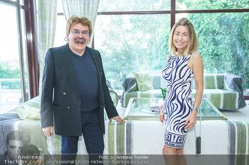 Lugner Reunion Feier - Lugner Privatvilla - Di 22.09.2020 - Gerhard BOCEK, Andrea VOM BADESEE (Goldfisch)19