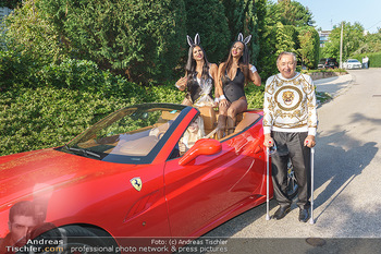 Lugner Reunion Feier - Lugner Privatvilla - Di 22.09.2020 - Tierchen Nina Bambi BRUCKNER und Bahati Colibri Venus im Ferrari34