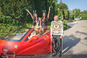 Lugner Reunion Feier - Lugner Privatvilla - Di 22.09.2020 - Tierchen Nina Bambi BRUCKNER und Bahati Colibri Venus im Ferrari36