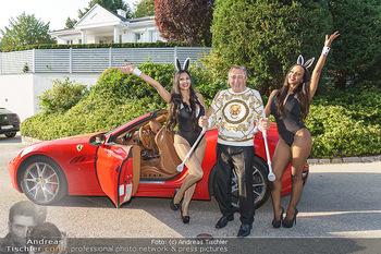 Lugner Reunion Feier - Lugner Privatvilla - Di 22.09.2020 - Tierchen Nina Bambi BRUCKNER und Bahati Colibri Venus im Ferrari43