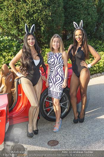 Lugner Reunion Feier - Lugner Privatvilla - Di 22.09.2020 - Tierchen Nina Bambi BRUCKNER und Bahati Colibri VENUS im Ferrari44