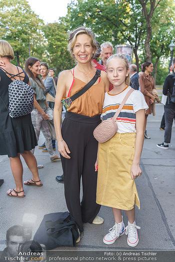 Kinopremiere ´Ein bisschen bleiben wir noch´ - Gartenbaukino Wien - Di 22.09.2020 - Martina POEL mit Tochter Mika7