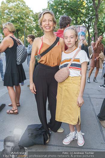 Kinopremiere ´Ein bisschen bleiben wir noch´ - Gartenbaukino Wien - Di 22.09.2020 - Martina POEL mit Tochter Mika8