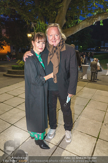 Premiere ´Das Abschiedsdinner´ - Stadttheater Berndorf - Do 01.10.2020 - Gregor SEBERG mit Freundin Julia (Kaßmannhuber?)15