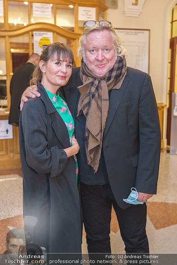 Premiere ´Das Abschiedsdinner´ - Stadttheater Berndorf - Do 01.10.2020 - Gregor SEBERG mit Freundin Julia (Kaßmannhuber?)18