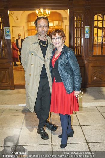 Premiere ´Das Abschiedsdinner´ - Stadttheater Berndorf - Do 01.10.2020 - Gerald VOTAVA mit Mutter Renate DOGL27