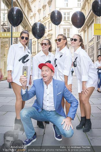 Opening - Camicissima - Sa 03.10.2020 - Heribert KASPER mit Models in der Fußgängerzone, Gruppenfoto S18
