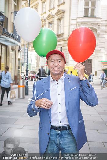 Opening - Camicissima - Sa 03.10.2020 - Heribert KASPER (Portrait mit Luftballons)37