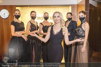 Silvia Schneider- the black collection - Bucherer, Wien - Mo 05.10.2020 - Silvia SCHNEIDER mit Models mit Corona Schutzmaske1