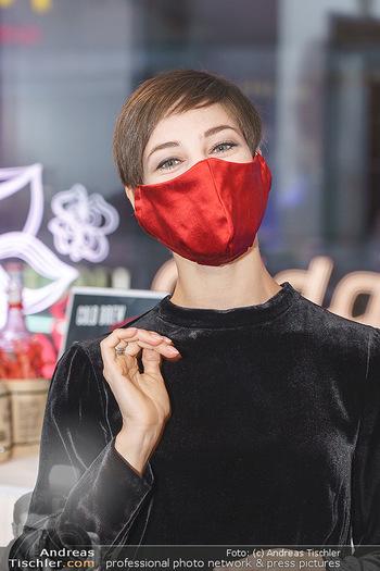 Silvia Schneider- the black collection - Bucherer, Wien - Mo 05.10.2020 - Maria YAKOVLEVA mit Coronamaske17