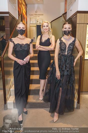 Silvia Schneider- the black collection - Bucherer, Wien - Mo 05.10.2020 - Silvia SCHNEIDER mit Models mit Corona Schutzmaske23