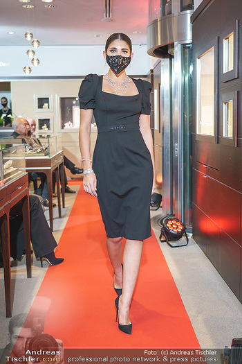 Silvia Schneider- the black collection - Bucherer, Wien - Mo 05.10.2020 - Model am Laufsteg56