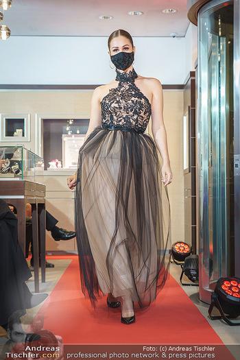 Silvia Schneider- the black collection - Bucherer, Wien - Mo 05.10.2020 - Model am Laufsteg73