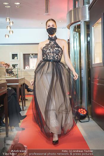 Silvia Schneider- the black collection - Bucherer, Wien - Mo 05.10.2020 - Model am Laufsteg74