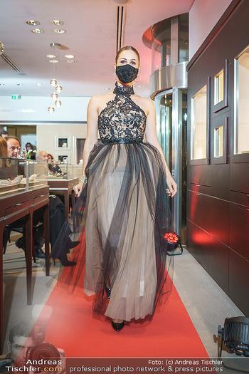Silvia Schneider- the black collection - Bucherer, Wien - Mo 05.10.2020 - Model am Laufsteg75