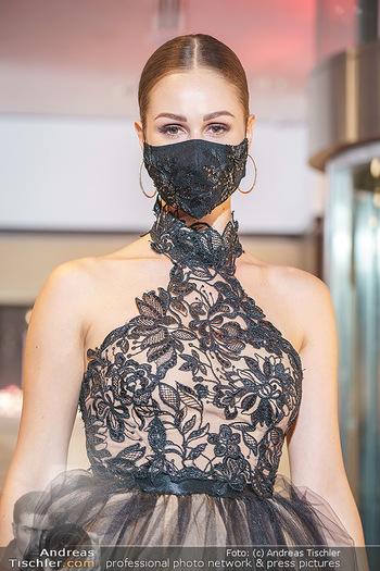 Silvia Schneider- the black collection - Bucherer, Wien - Mo 05.10.2020 - Model am Laufsteg76