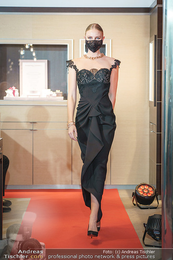 Silvia Schneider- the black collection - Bucherer, Wien - Mo 05.10.2020 - Model am Laufsteg77