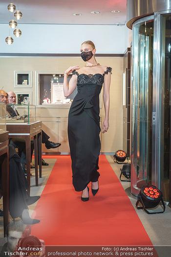 Silvia Schneider- the black collection - Bucherer, Wien - Mo 05.10.2020 - Model am Laufsteg79